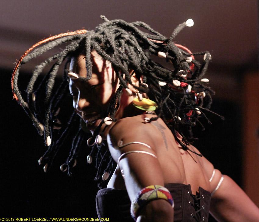 Fatoumata Diawara at Square Roots